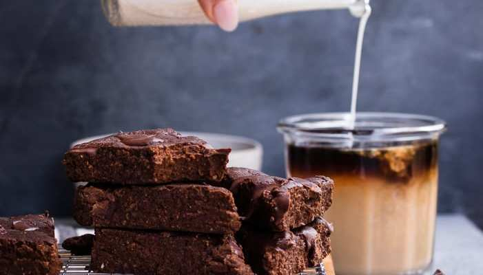 Healthy Cold Brew Chocolate Chunk Brownies (gf/vegan)