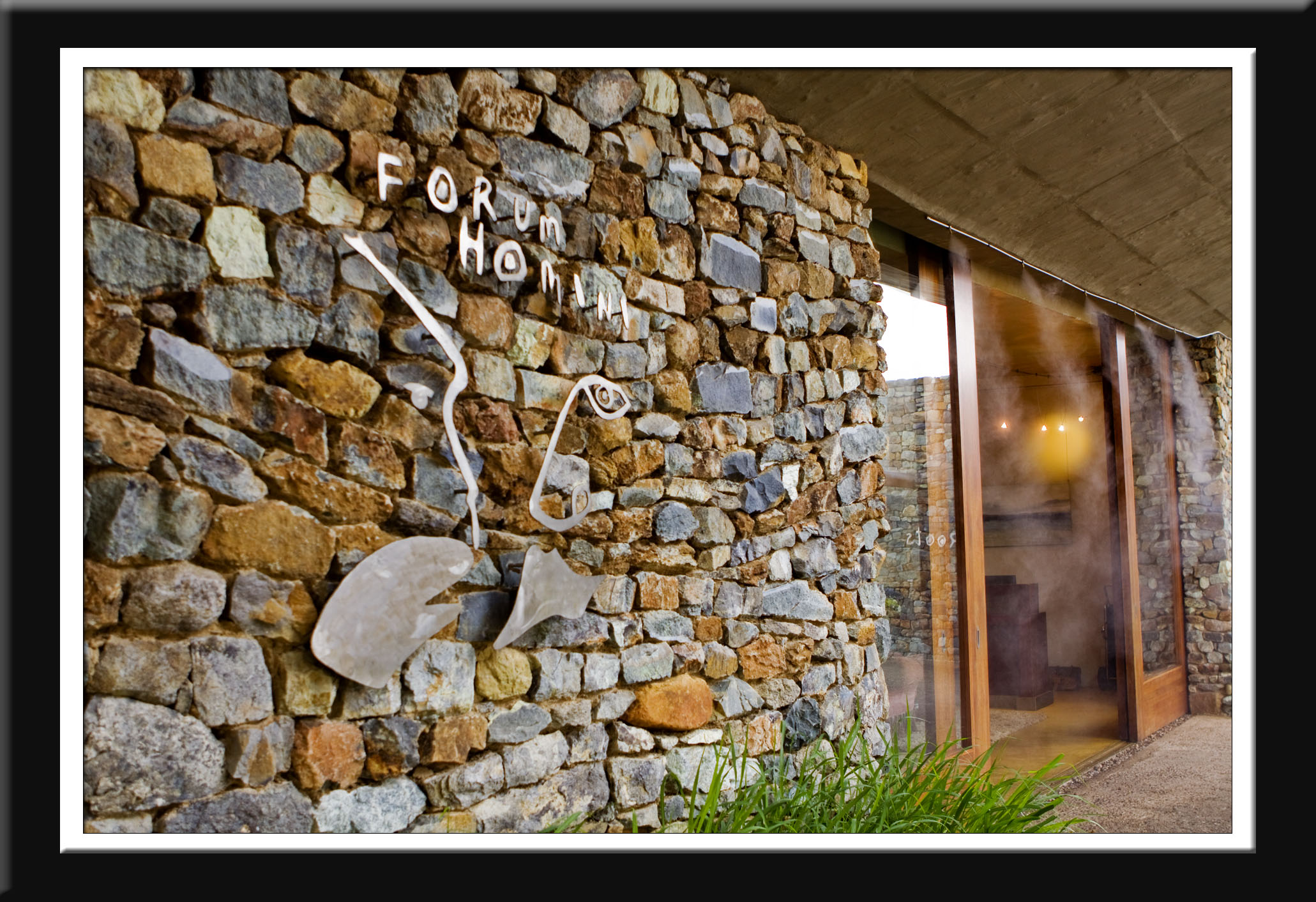 REVIEW: FORUM HOMINI HOTEL & ROOTS RESTAURANT