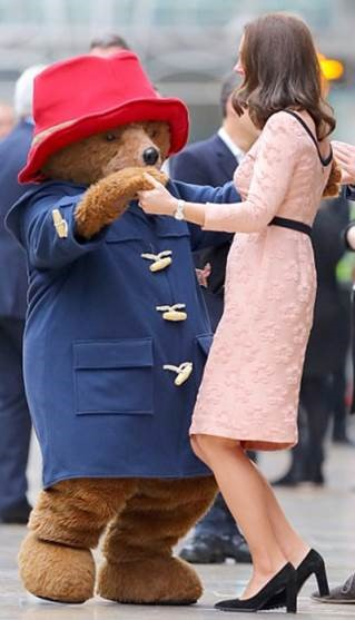 Paddington dances with Dutchess - PeanutGallery247