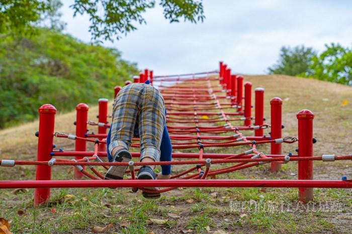 【台南特色公園】刺激高空溜索、好漢坡攀爬網、高速溜滑梯:明和公園~最好玩的地景遊樂設施公園
