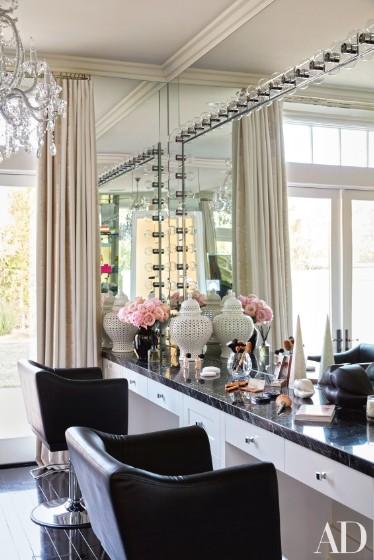 khloe-kardashian-home-house-inside-decpratio-architectural-digest-11-374x560