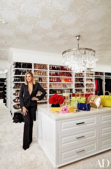 khloe-kardashian-home-house-inside-decpratio-architectural-digest-4-369x560