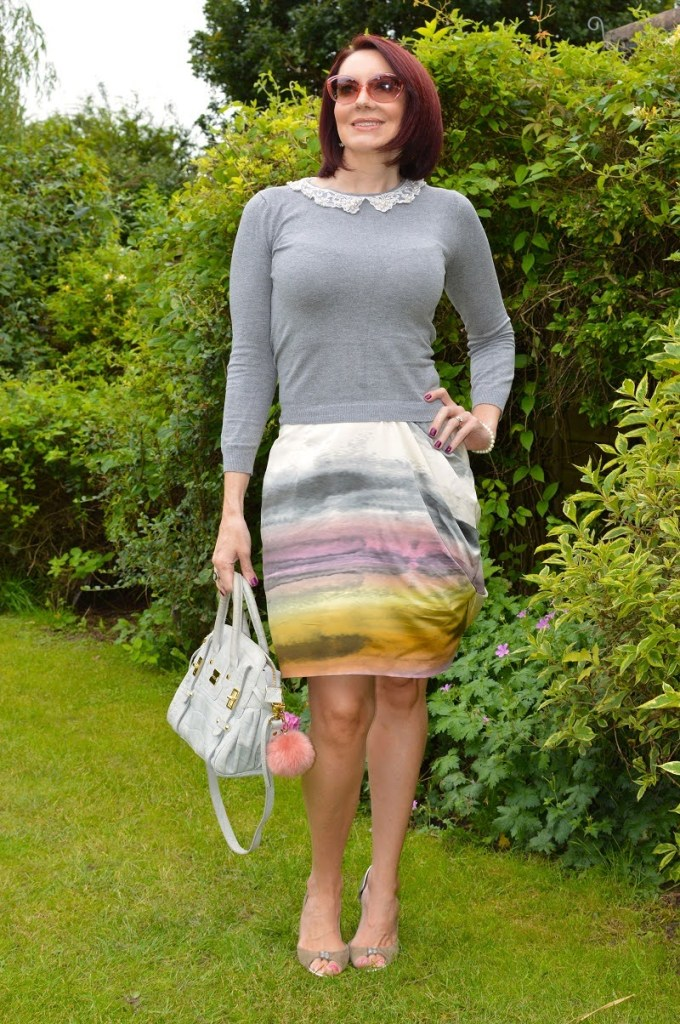 Sweater and tie dye skirt outfit