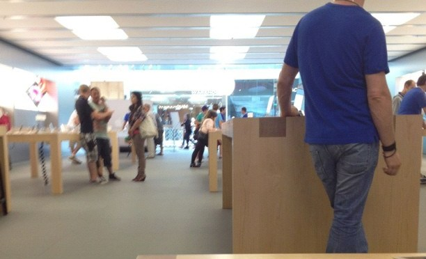 Basingstoke #apple store always a lot less crazy than Reading