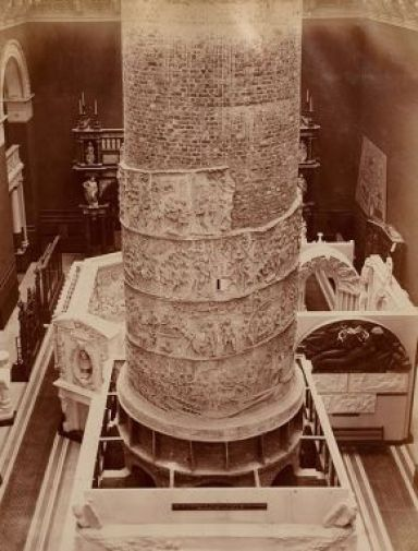 Oudry, Colonne Trajane, vers 1873, Victoria and Albert Museum (on observe la colonne en court de montage)