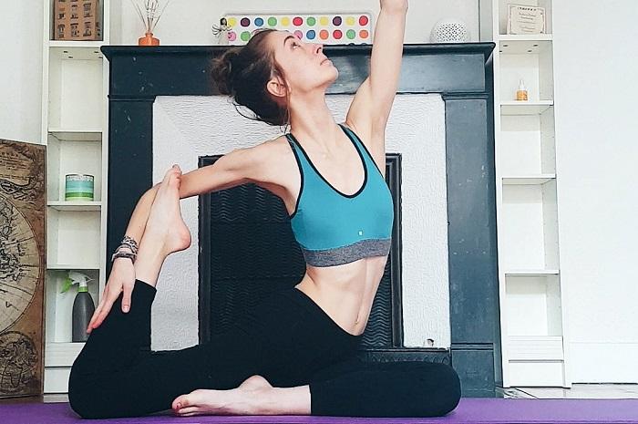 Le yoga, entre bien-être et pression sociale - Pêche & Eglantine Yoga posture