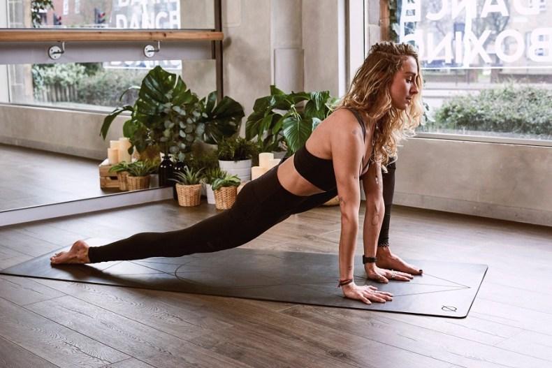 8 chaines youtube yoga en français pour faire du yoga chez soi