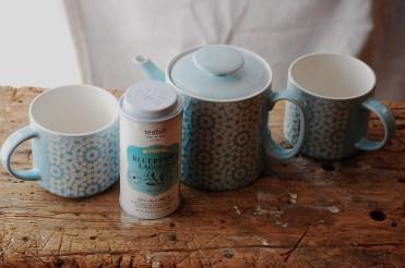 Teapot-cups and tea