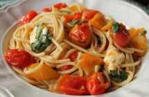 Spaghetti-with-cherry-tomato-sauce-mozzarella-and-basil-4