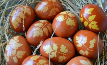 naturally-dyed-easter-eggs-onion-skins-tradition-orange-colo