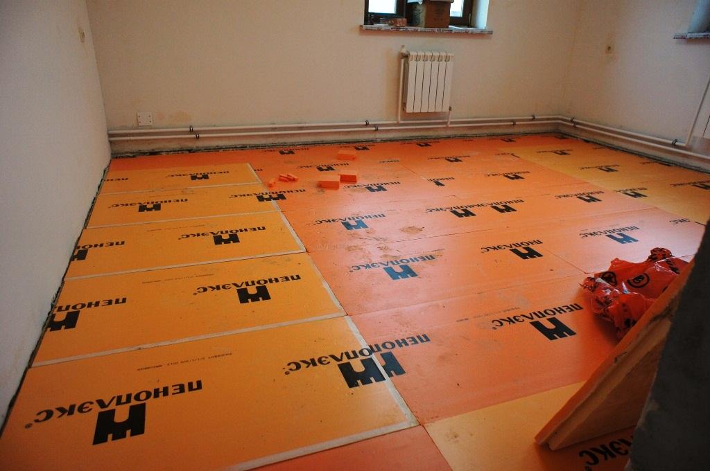 Was und wie und wie man den Boden in einem privaten Haus isoliert