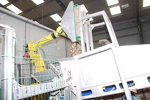 The-FANUC-R2000iA-robot,-de-stacks-the-trays-and-empties-the-fish-into-a-hopper1