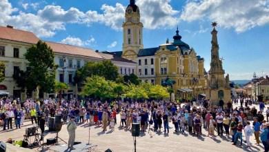 """Photo of """"Összefogás a pécsi Családokért"""" néven békés demonstrációt tartottak a Pécsi Pride előtt"""