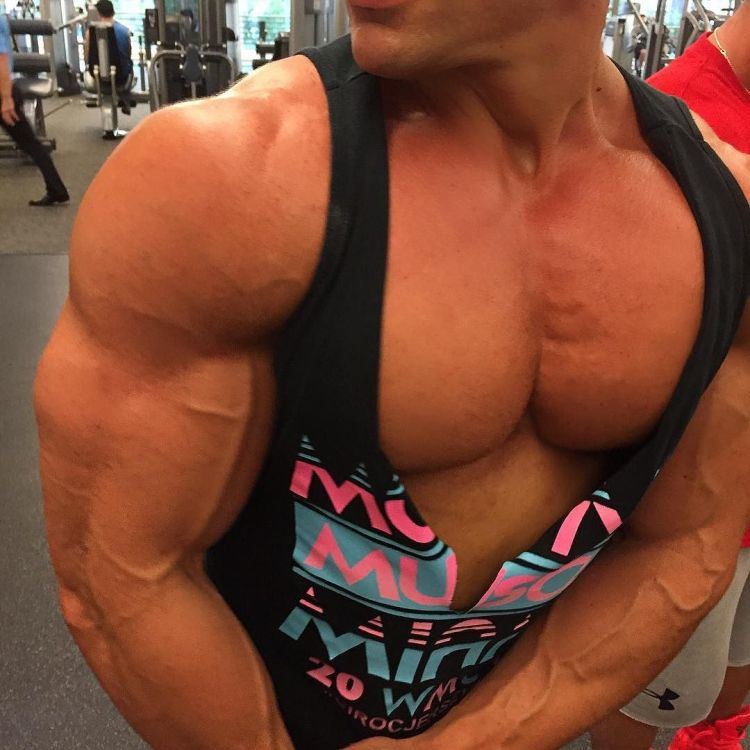 Bodybuilder in deep cut top showing mucho pecho