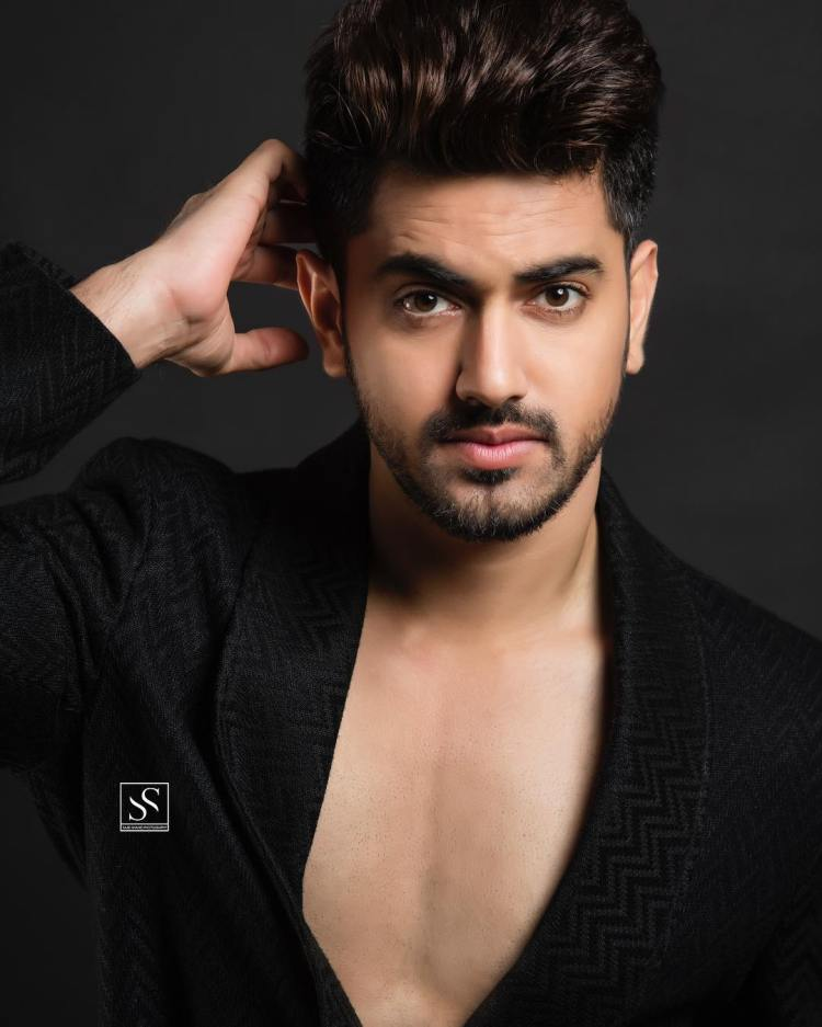 Closeup of Zain Imam in robe. Taken by Sajid Shahid