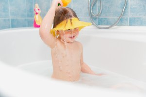 baby using visor in the bathtub