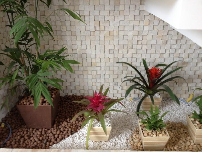 Jardim com seixos e pedriscos