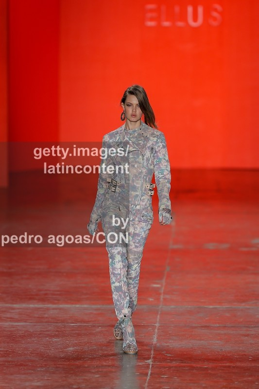 SAO PAULO, BRAZIL - MARCH 19: Lindsey Wixson walks the runway at Ellus Summer 2013/2014 Collection show during São Paulo Fashion Week (SPFW) on March 19, 2013 in São Paulo, Brazil. (Photo by Pedro Agoas/LatinContent/Getty Images)