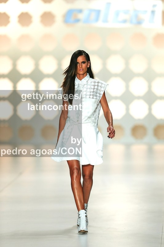 SAO PAULO, BRAZIL - MARCH 21: Isabel Goulart walking down the runway showing a design by Colcci during São Paulo Fashion Week (SPFW) Summer 2013/2014 on March 21, 2013 in São Paulo, Brazil. (Photo by Pedro Agoas/LatinContent/Getty Images)