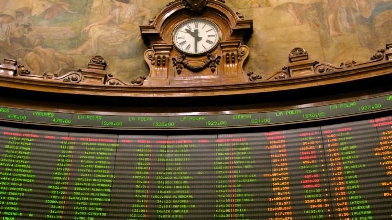 Chile lanza deuda por 1.243 millones de dólares y reabre bonos en euros - Chile lanza deuda por 1.243 millones de dólares y reabre bonos en euros