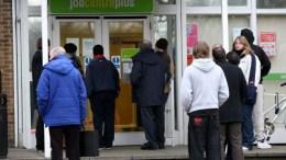 Crisis de empleos no especializados alarma a británicos - Crisis de empleos no especializados alarma a británicos