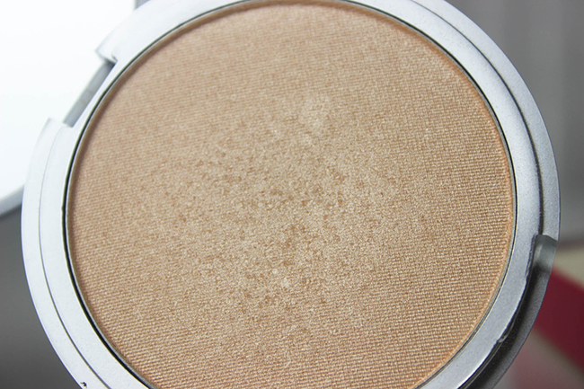 Mary-Lou Manizer- THE BALM-swatch