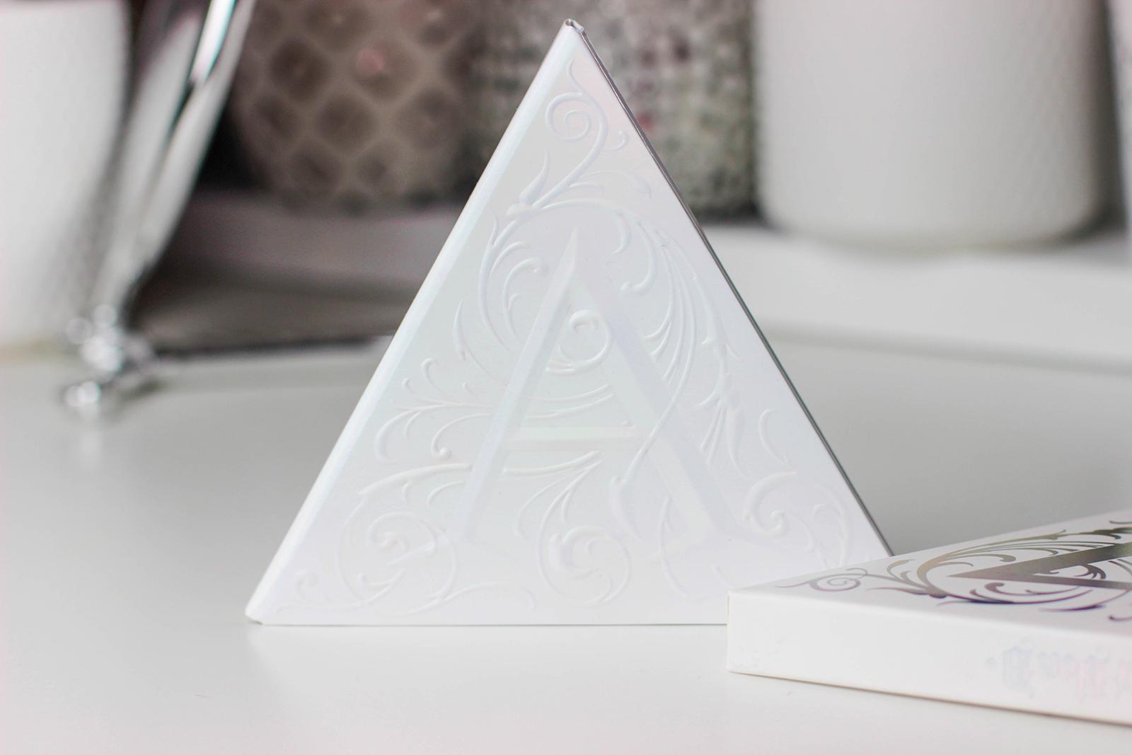 KatVonD-Alchemist-Holographic-Palette-3