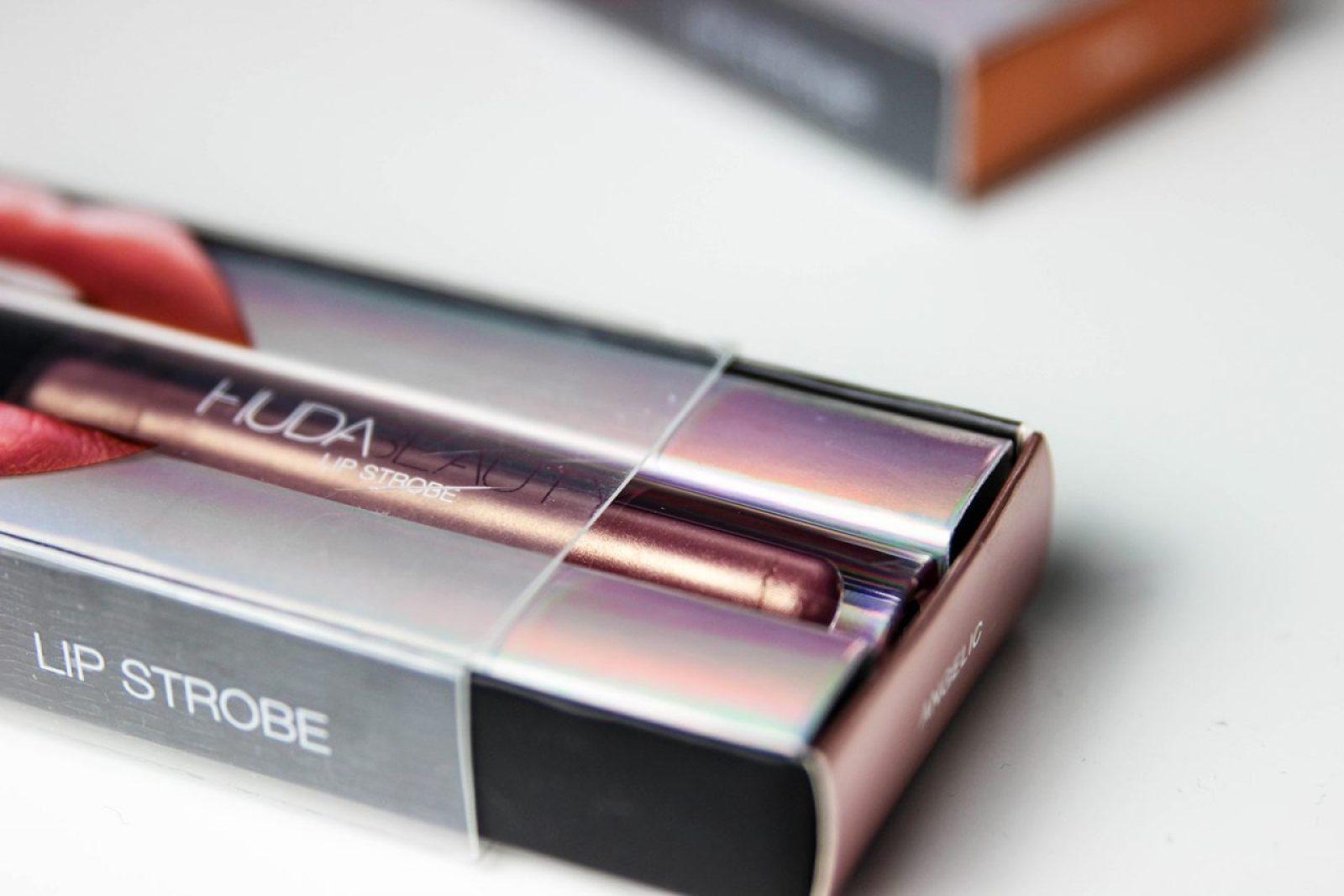 huda-beauty-strobe-Gloss metallique-10