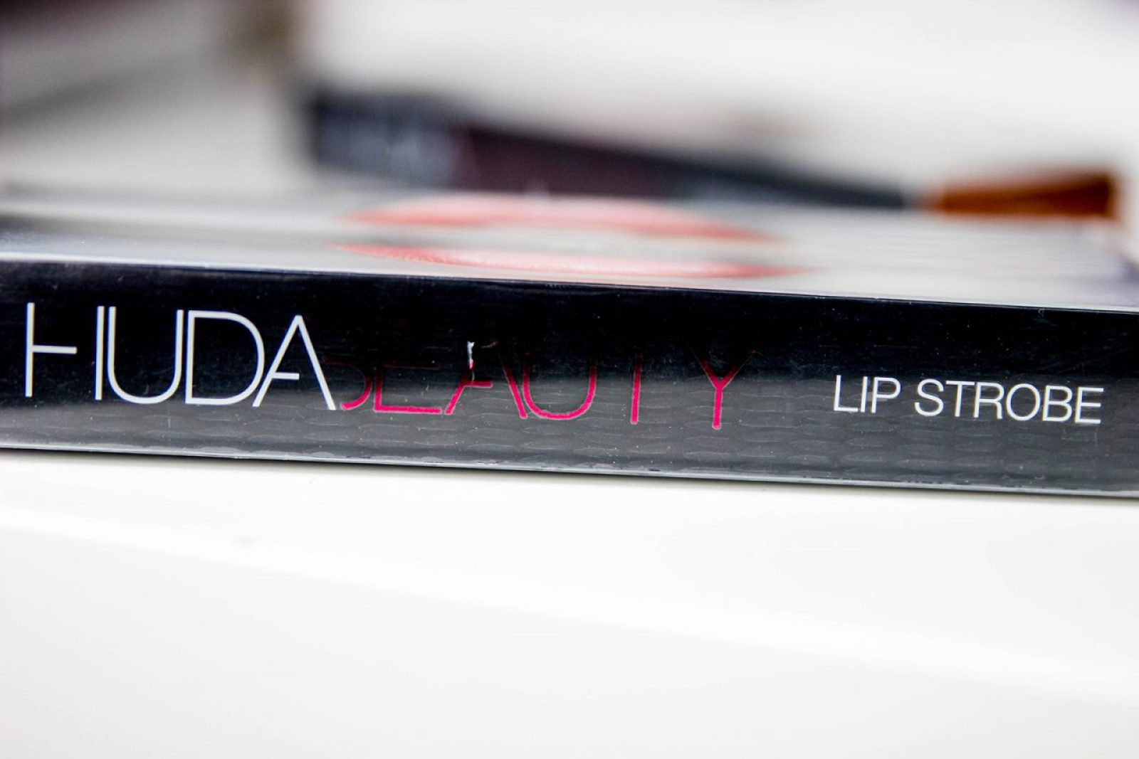 huda-beauty-strobe-Gloss metallique-12