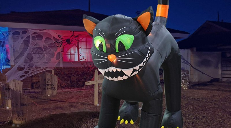 20+ Spooky Outdoor Halloween Decorations Your Yard Needs