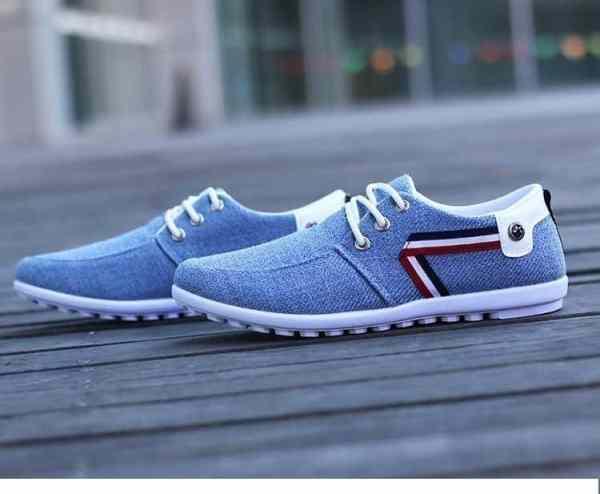 Casual men's canvas shoes