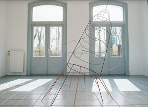 Can you catch the moon for me ? 2003 metaal lak 190 x 135 x 285 cm - Perron 1, Delden