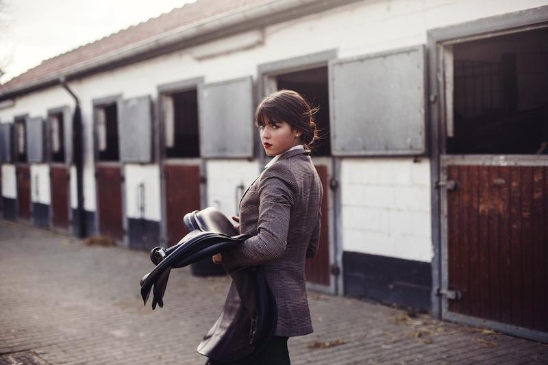 www.pegasebuzz.com   Charlotte Abramow : Allure Cavalière