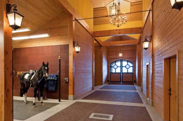 www.pegasebuzz.com | Riverlands Equestrian stables - Canada