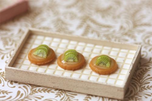 Miniature Dollhouse Food - Kiwi Fruit Tarts in 1/12 Scale