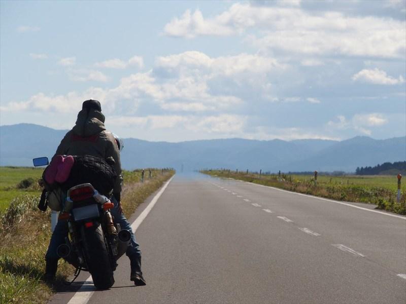 バイクと風景と人物(ブーツ)