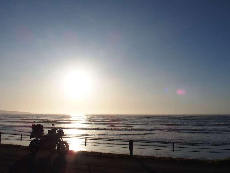 逆光とバイク