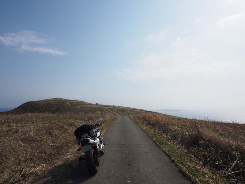 天売島の道の風景