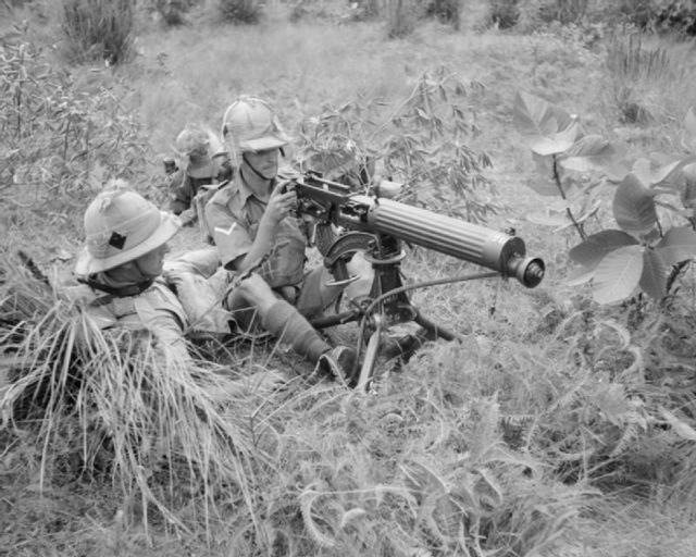 Vickers_machine-gun_of_the_1st_Manchester_Regiment-640