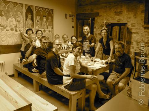 L'ambiance mémorable le soir au dîner. Ici dans la salle à manger du gîte El Palo de Avellano, Zubiri. © Fabienne Bodan