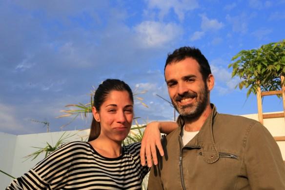 Alfredo et Maria, un couple de trentenaires qui, au delà de la simple location d'une chambre d'hôtes, aime avant tout partager ses passions et découvrir d'autres modes de vie et de culture.