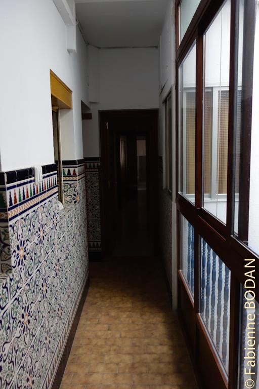 Le couloir menant vers les chambres de l'étage. © Fabienne Bodan