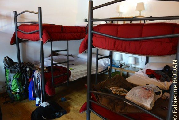 Les lits superposés sont de qualité, ce qui permet de se bouger sans réveiller son voisin. © Fabienne Bodan