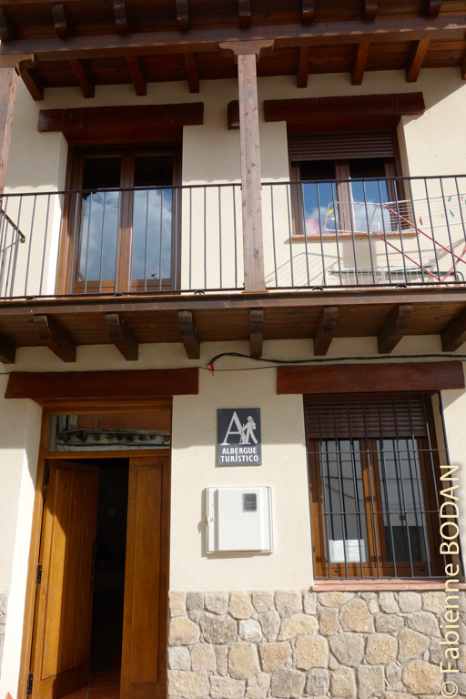 L'albergue Casa de mi abuela est située juste après le petit pont de pierres. © Fabienne Bodan