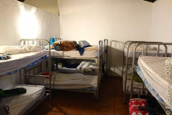 Deux dortoirs de taille moyenne accueillent les pèlerins. © Fabienne Bodan