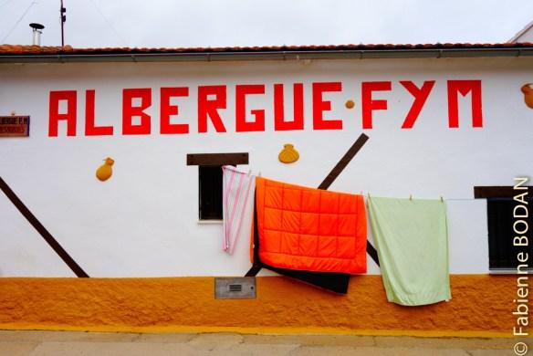 Albergue F & M, pour le gentil couple Fernando et Mercedes, qui a tout compris de l'accueil jacquaire. © Fabienne Bodan