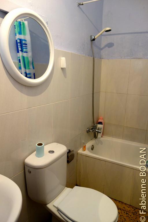 Une seule salle de bains pour l'auberge, mais pour le nombre de lits cela suffit. © Fabienne Bodan