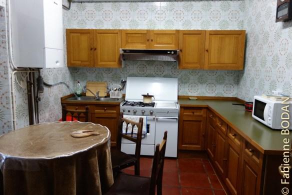 La cuisine est à la disposition des pèlerins, suffisamment équipée en ustensiles de cuisine, en couverts et autres assiettes et verres...© Fabienne Bodan