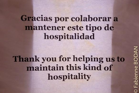 """""""Merci de nous aider à maintenir ce type d'hospitalité"""". L'auberge ne vit que des dons des pèlerins. © Fabienne Bodan"""