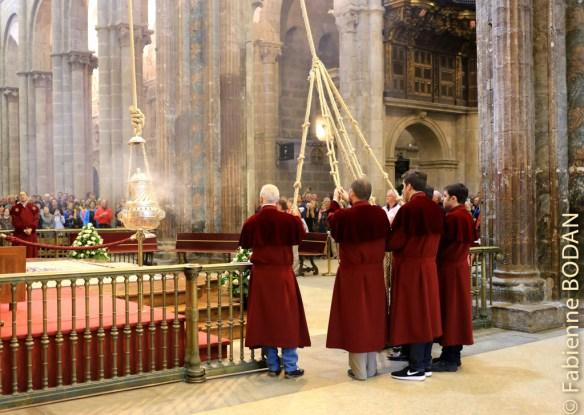 Cathédrale de Santiago. J'arrive pour la messe des pèlerins, triste et sans gloire. Mais le Botafumeiro entre en action. Impressionnant, comme à chaque fois. © Fabienne Bodan